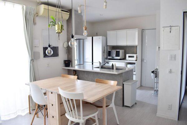 ホワイトインテリアの清潔感溢れるキッチン