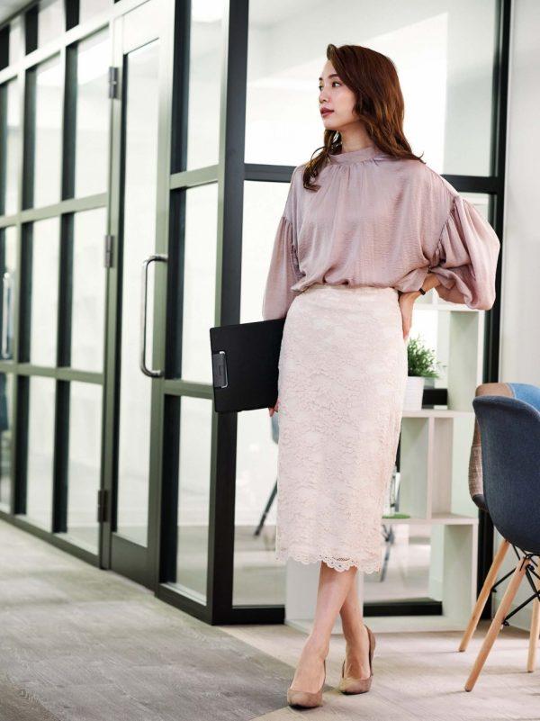 ボリューム袖ブラウス×タイトスカート