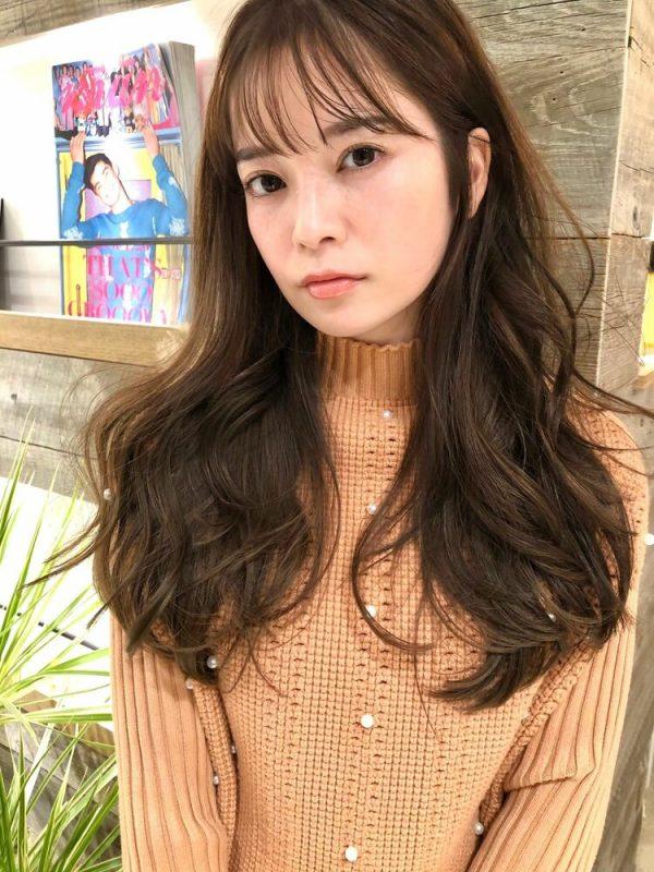 ボリューム感が人気の韓国風ロングヘア