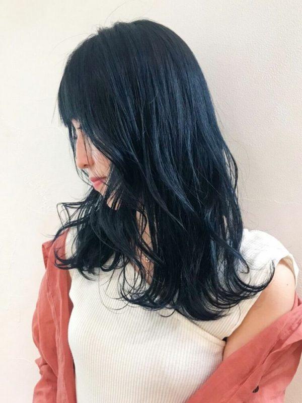 王道のモテヘア×冬のセミロングの髪型