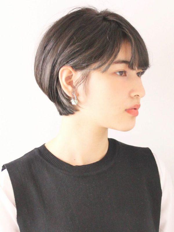 黒髪のモードなショートヘア