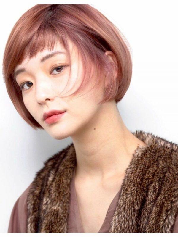 透き通る艶髪、ピンクカラーのモードボブ