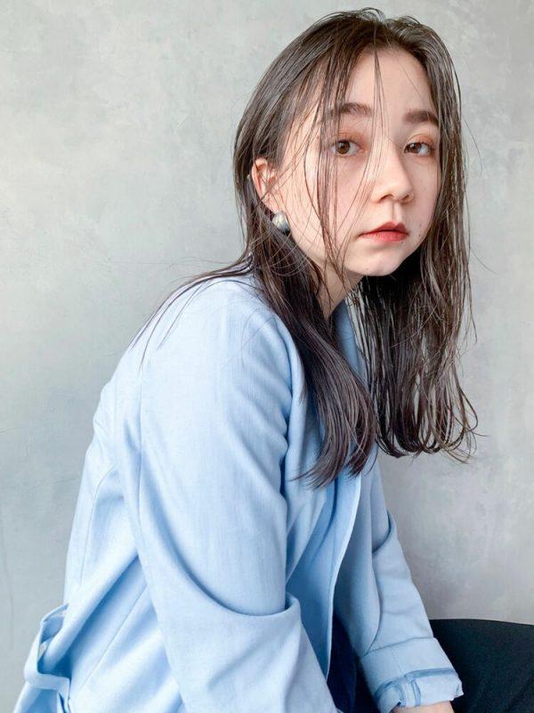 かきあげ前髪×冬のセミロングの髪型