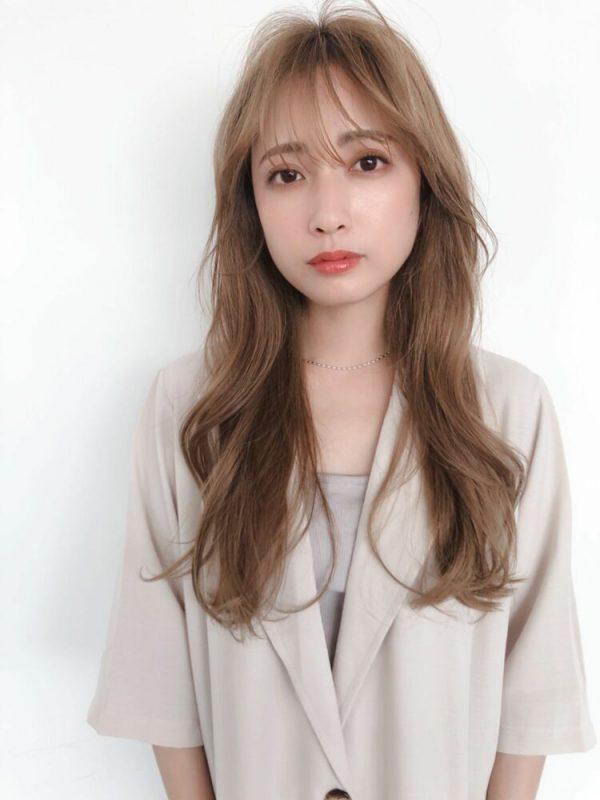 人気の透明感たっぷり韓国風ロングヘア