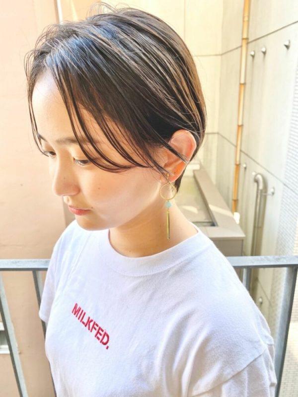 コンパクトなひし形フォルムのショートヘア