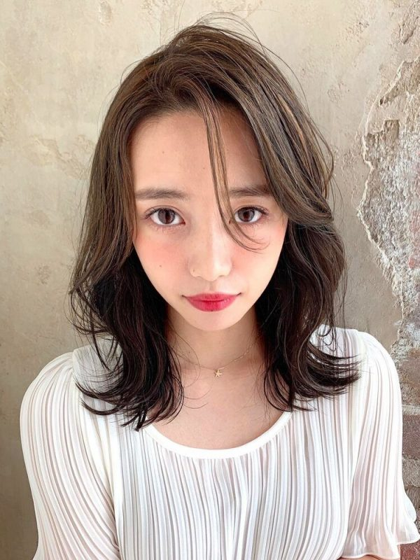 抜け感のある韓国風ミディアムの髪型