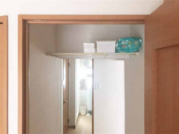トイレの上に突っ張り棚
