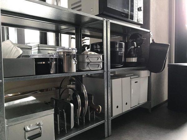 収納ボックスでおしゃれなキッチン