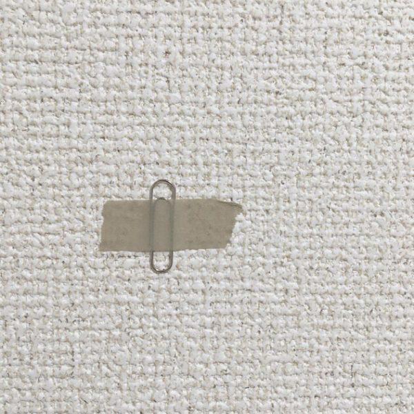 壁に金属製クリップを留める