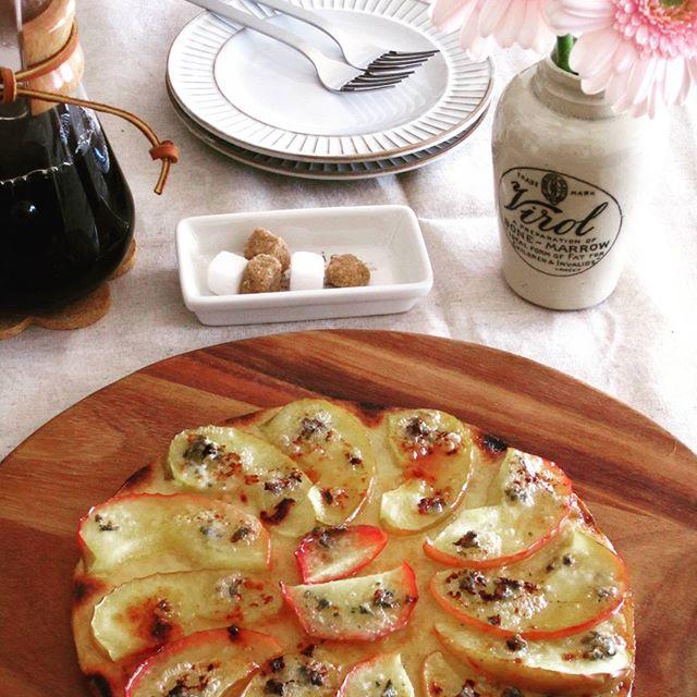 リンゴとゴルゴンゾーラのデザートピザ
