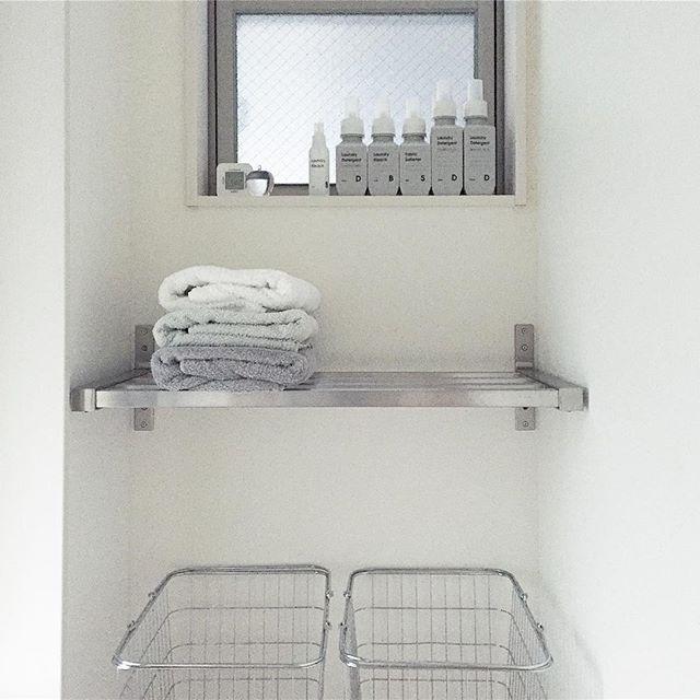 容器のテイストを揃えた洗面所