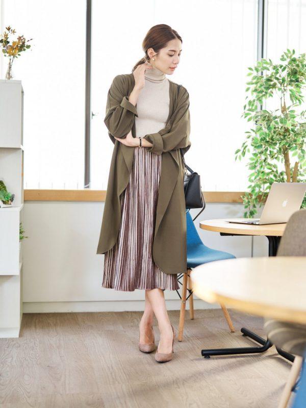 ロングジャケット×ベロアプリーツスカート