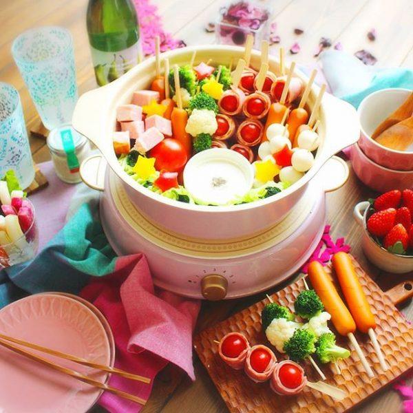 ヘルシーなレシピ!串の具材でトマト鍋
