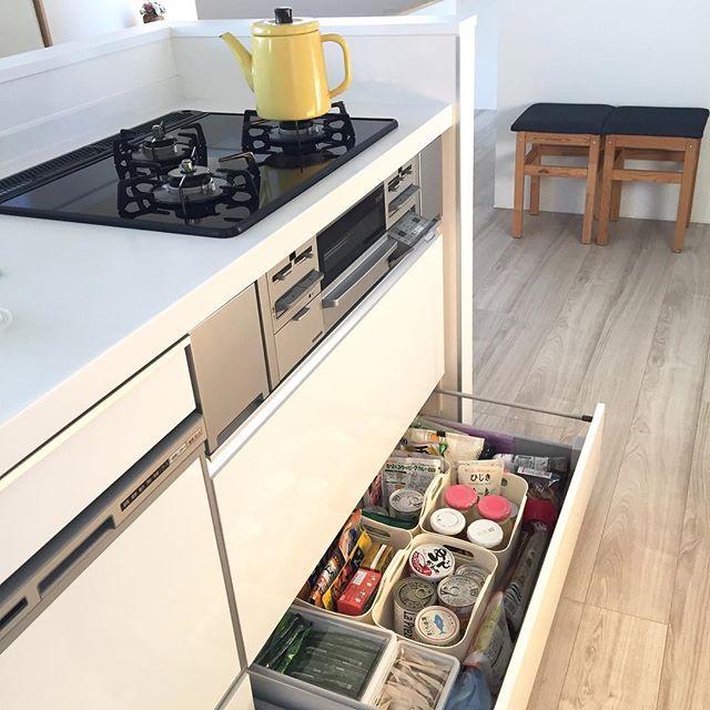 IKEAの乾燥食品用容器で綺麗なキッチン