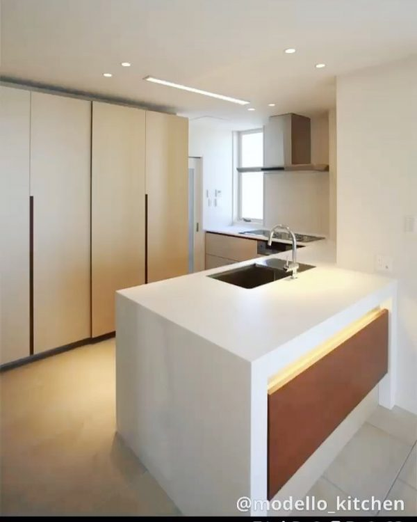 L型キッチンとフラットなカウンター