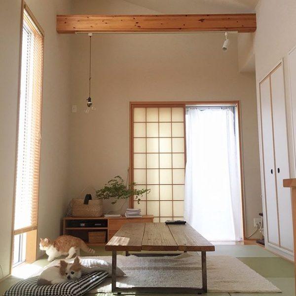 和室にモダンなローテーブルを配置