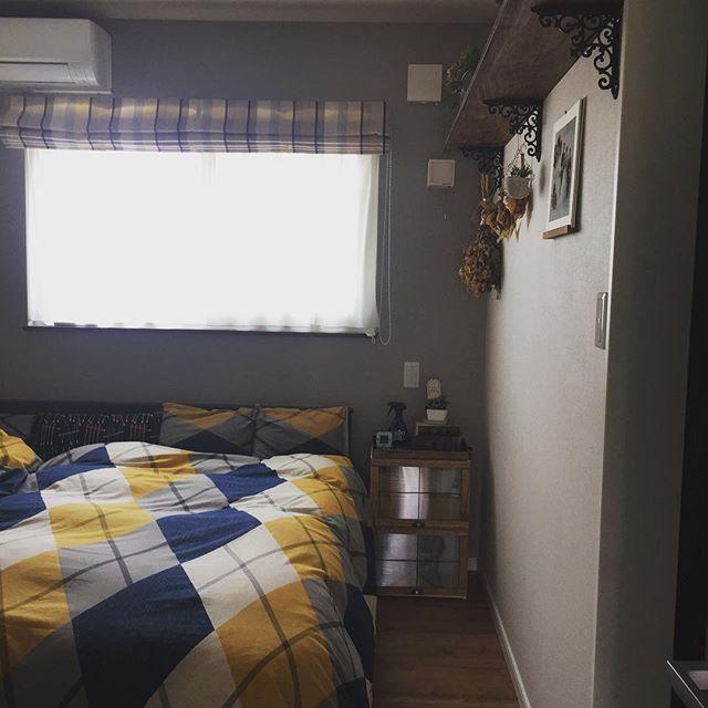 優しい色合いのベッドカバーで北欧ナチュラル
