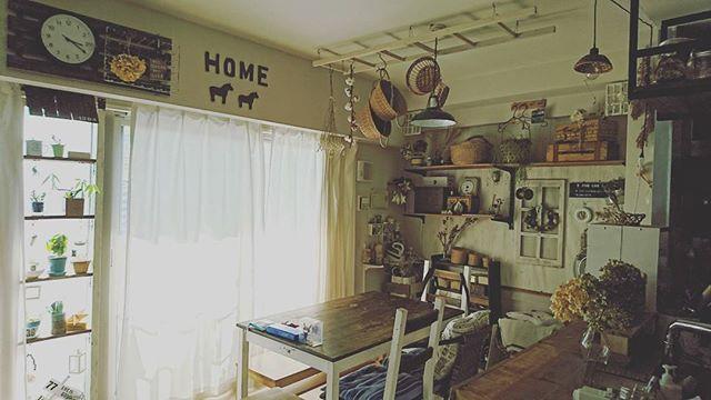 生活感のある温かいダイニングキッチン