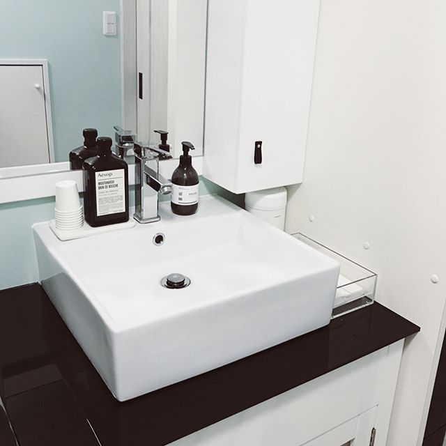 並べるものを最小限に抑えた洗面所