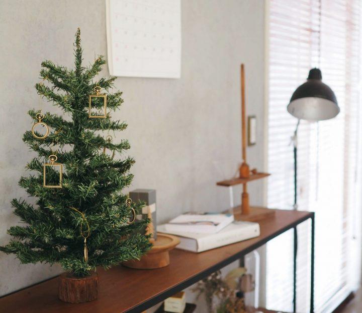 「クリスマスツリーを飾る」
