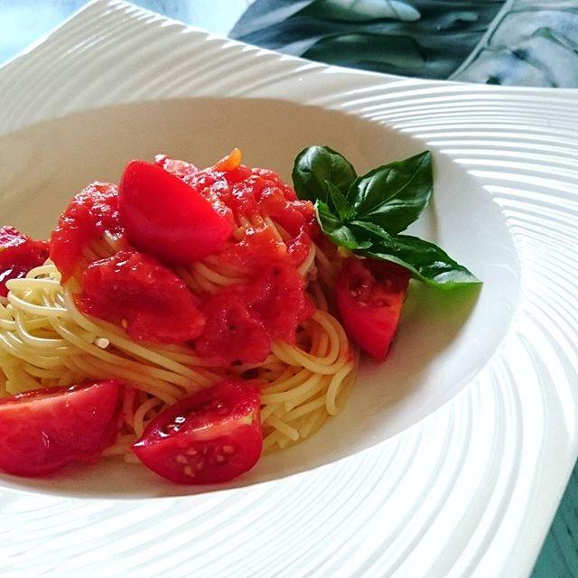 シンプルな盛り付けの冷静トマトパスタ