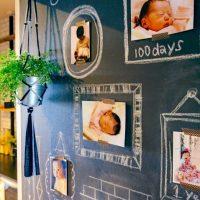 子どもの「写真」や「作品」どう飾る?部屋のテイストに合わせる飾り方、6つの事例