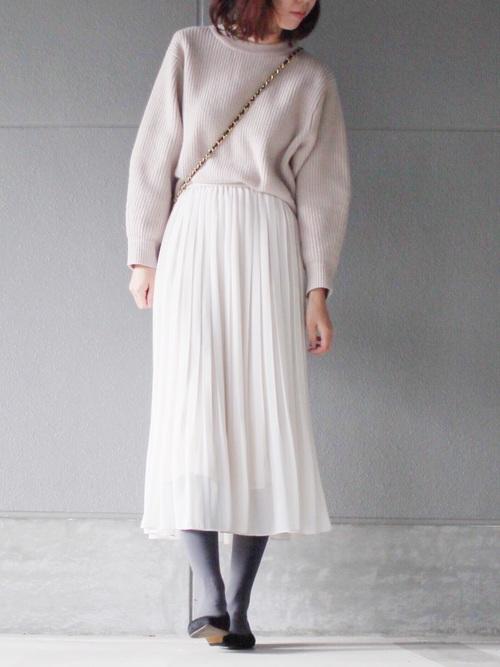 ユニクロ白プリーツスカート1