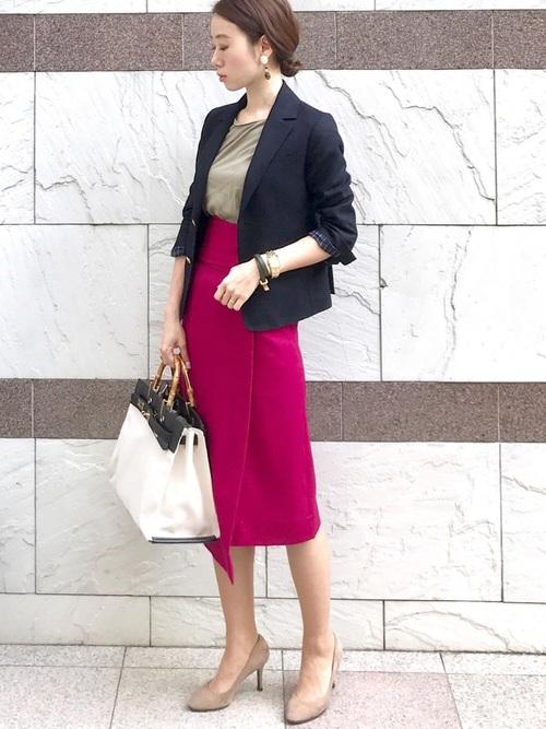 ジャケット×ピンクタイトスカート