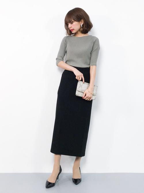 緑ニット×黒タイトロングスカート