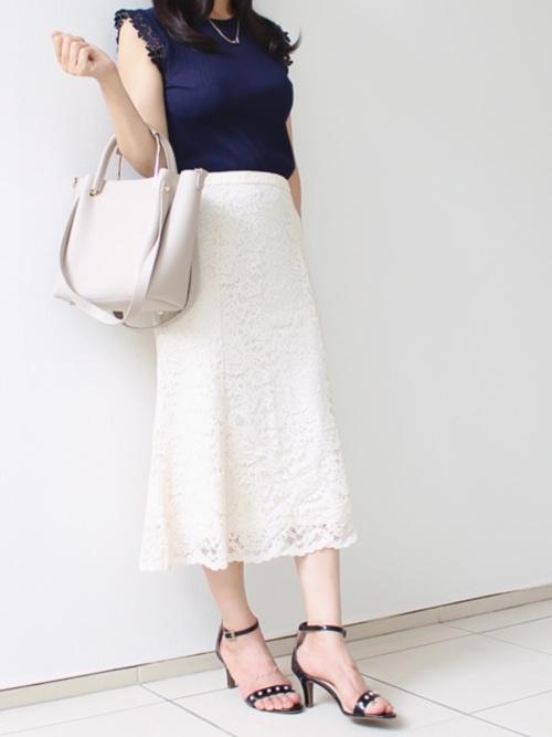 紺ニット×ユニクロ白レーススカート