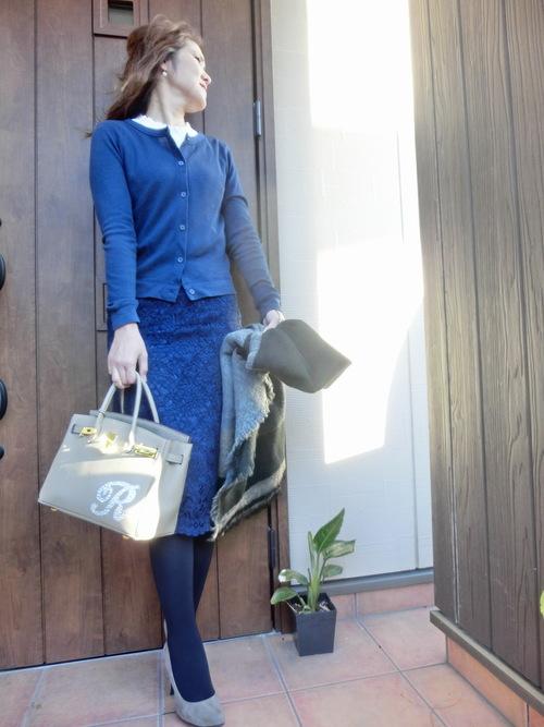 ユニクロレーススカート×紺カーディガン