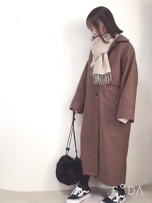 茶色ロングコート×マフラー