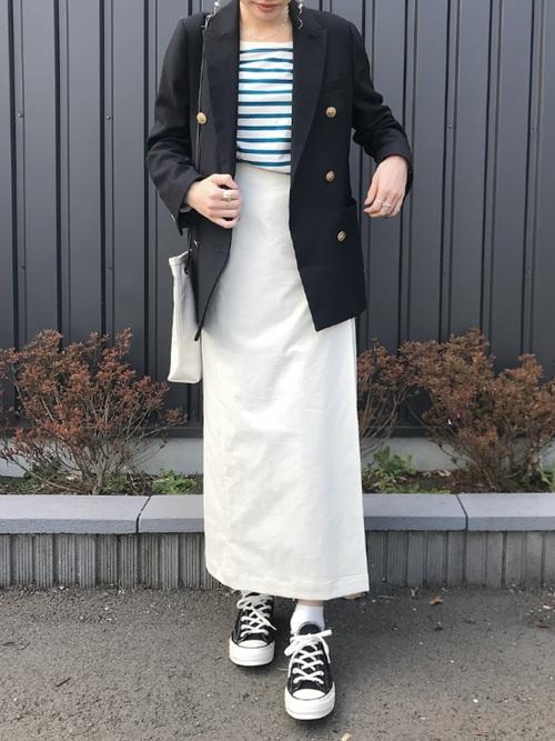 ネイビージャケット×白スカート
