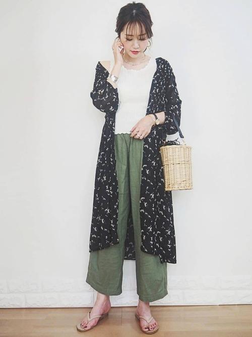 ユニクロ花柄ワンピース×緑パンツ