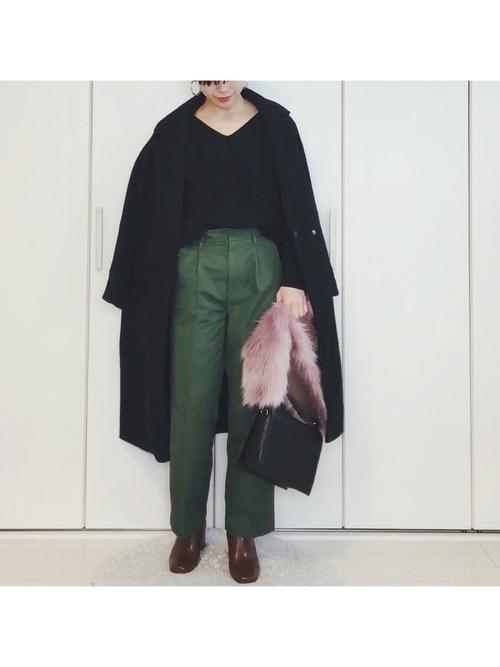 緑ワイドパンツ×茶色ショートブーツ