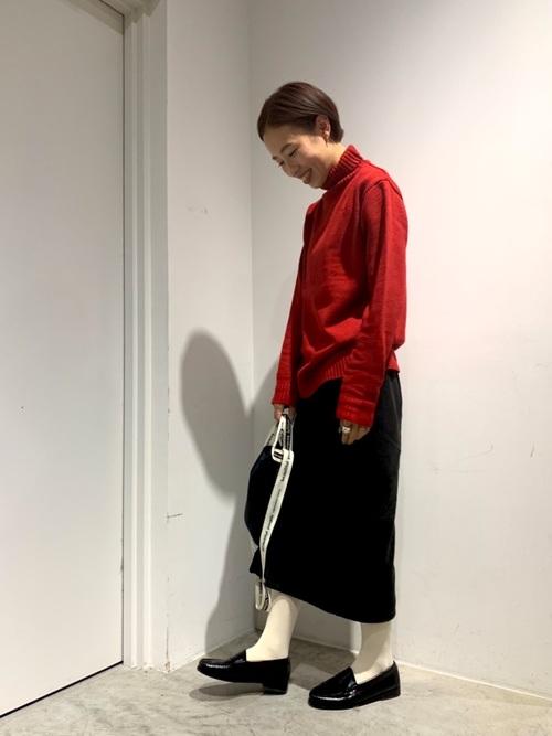 赤タートル×コーディロイスカートの冬コーデ