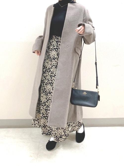 グレーコート×花柄スカート