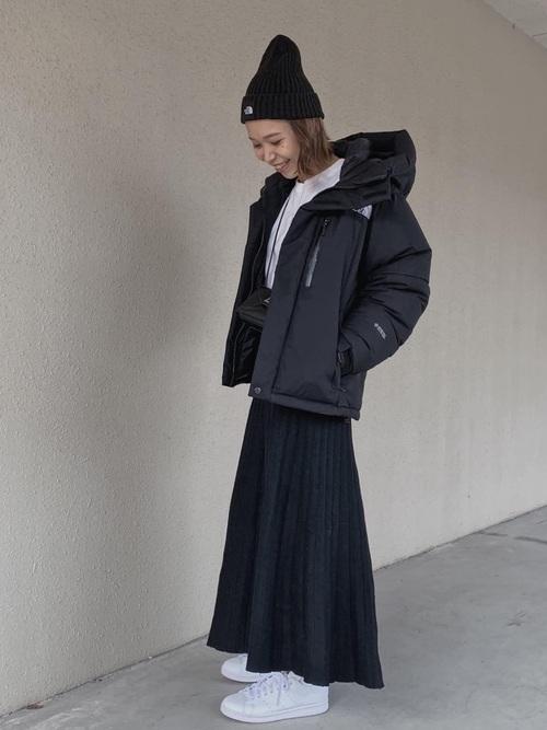 黒ダウン×黒フレアロングスカート