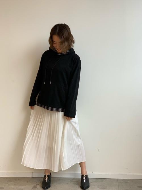 ユニクロ白プリーツスカート3
