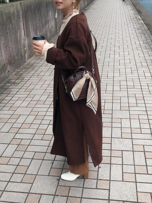 茶色ロングコート×茶色パンツ