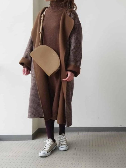 ユニクロニットワンピ×茶色コート