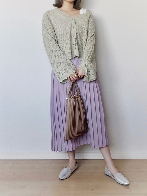 カーディガン×プリーツスカート