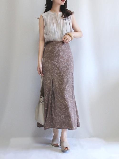 ギャザーブラウス×花柄スカートの夏コーデ
