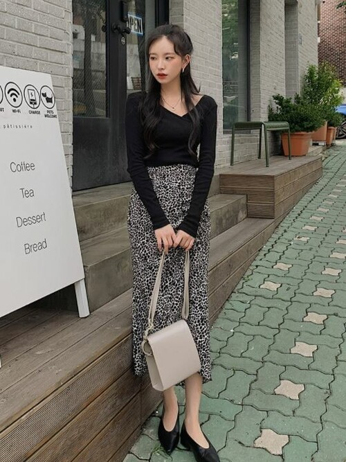 黒トップス×レオパードスカート