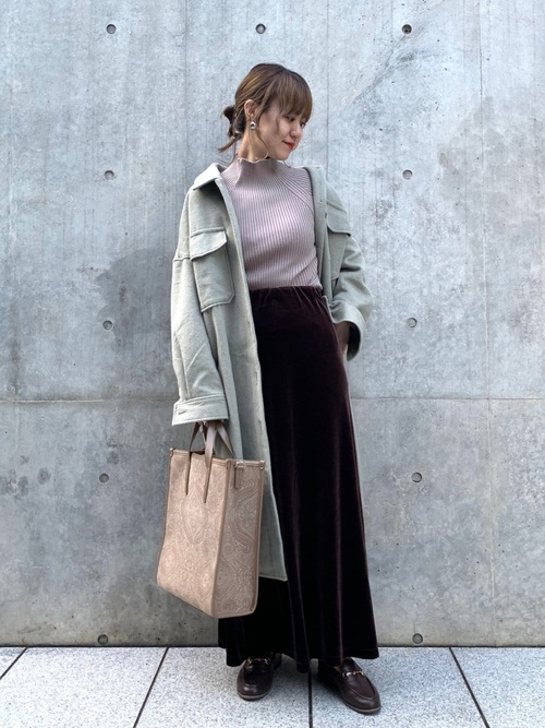 茶色ベロアスカート×シャツアウターコーデ
