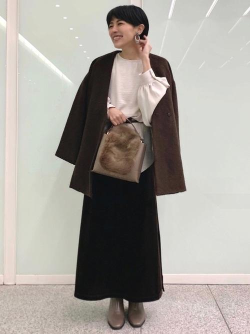 茶色ベロアスカート×茶ジャケットの冬コーデ