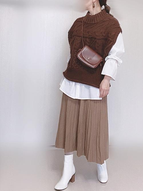 プリーツニットスカートのモカコーデ