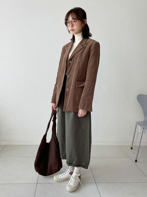 茶色ジャケット×カーキスカート