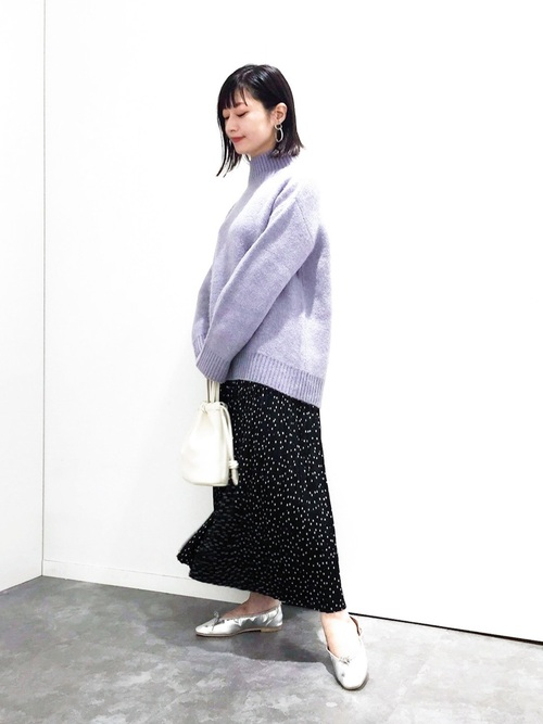 紫ニット×プリーツスカートの大人冬コーデ