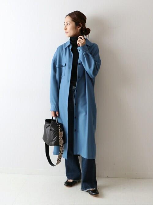 青ウールシャツワンピースの40代冬コーデ